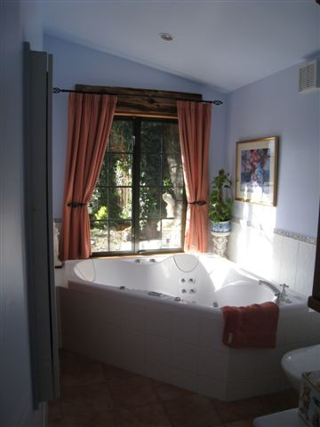 Cherry Tree House - bathroom with spa bath