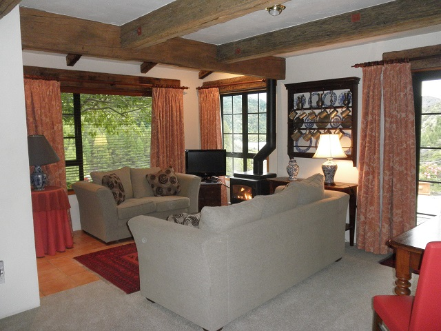 Cherry Tree House - Lounge with view of river and ski field